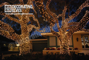 Large-Old-Oak-Trees-wrapped-with-Minis-www.decoratingelves.com