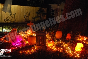 LED-Orange-Mini-lighted-Pumpkin-Scene-with-Tombstone-www.decoratingelves.com