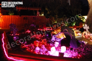 LED-Rope-lighting-used-to-outline-Skull-Graveyard-Display-www.decoratingelves.com